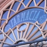 Farmacia Front door sign
